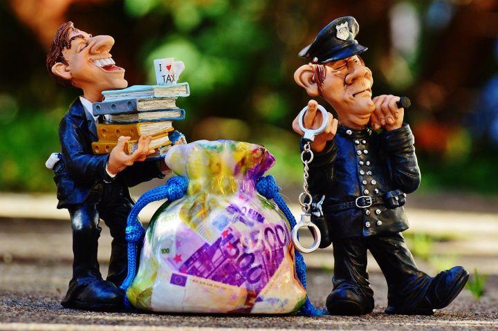 Объявлена охота за беглыми банкирами